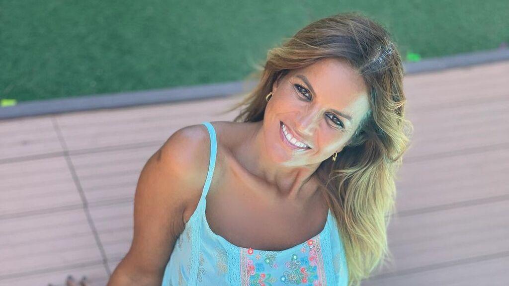 Marta López presume de novio y le roba un beso de película en la boda de unos amigos