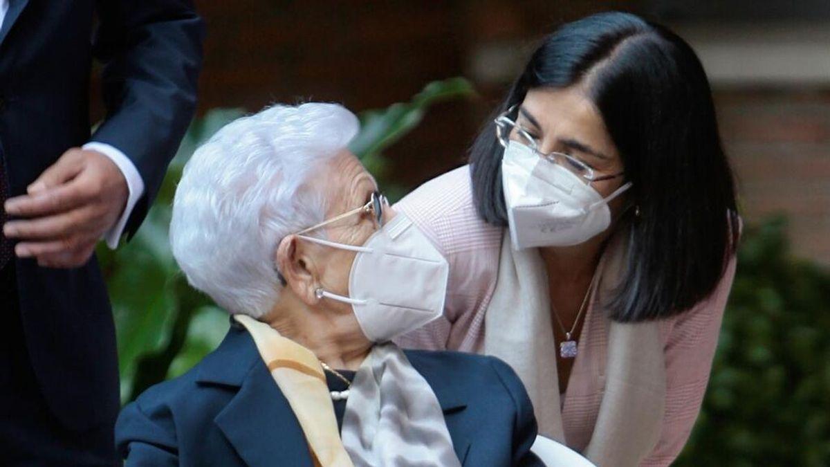 Carolina Darias asiste al inicio de campaña de la dosis adicional contra la covid