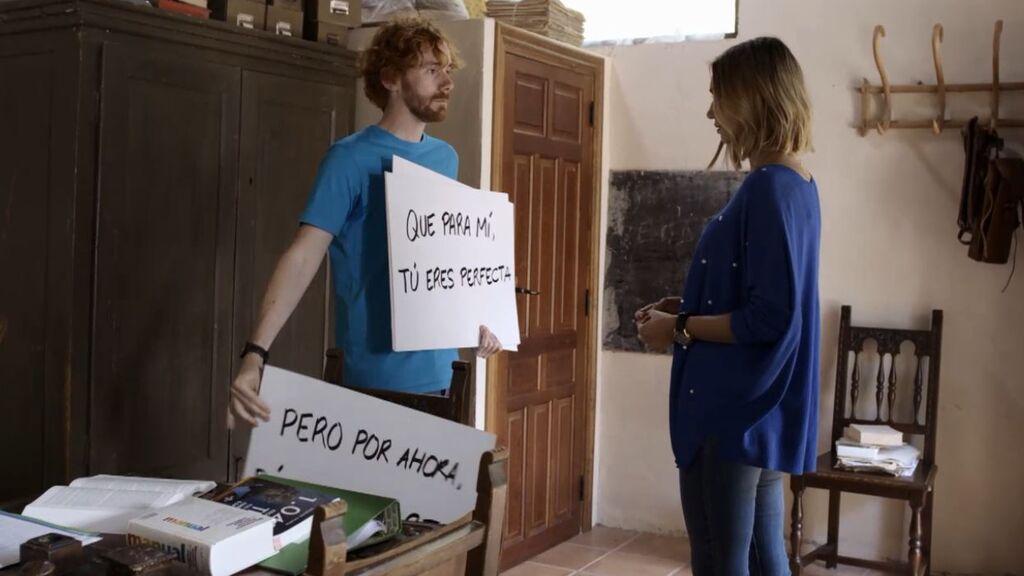 Nacho no encuentra las palabras para declararse a Isa y lo hace al más puro estilo 'Love Actually'