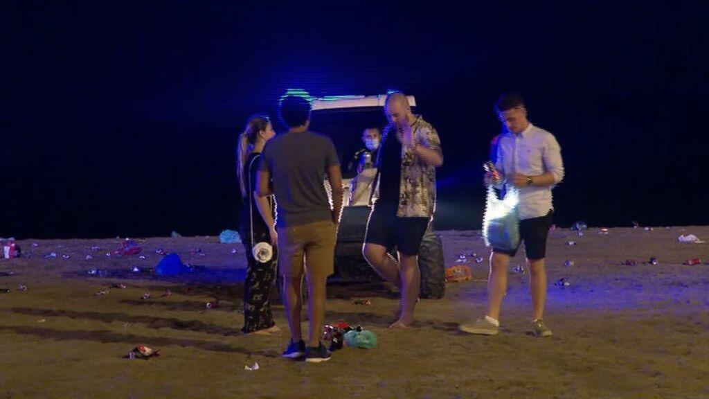 Desalojo sin incidentes de los botellones en las playas de Barcelona