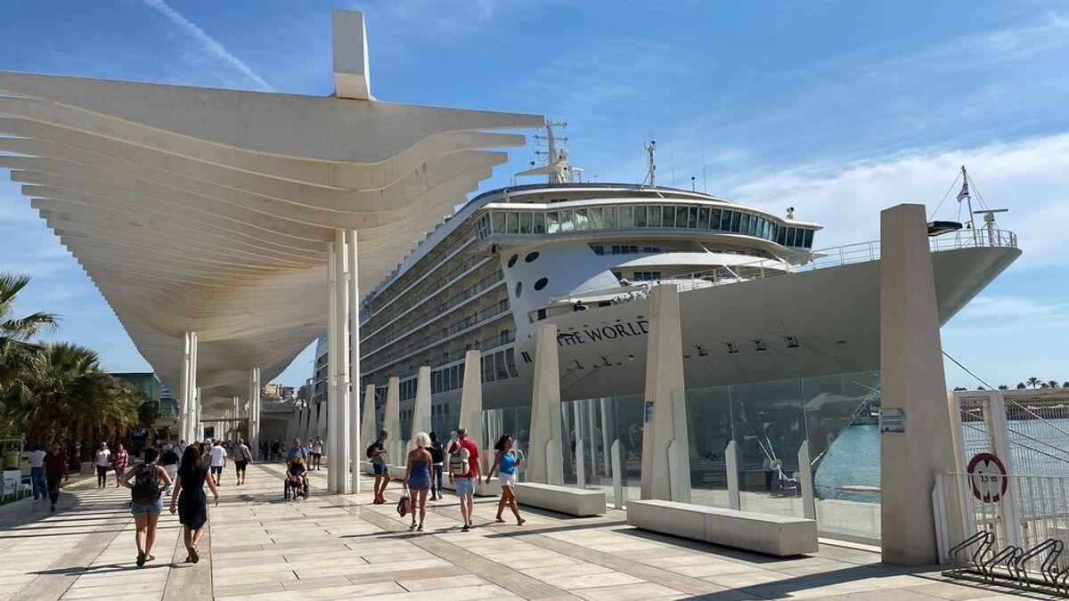 Atraca en el puerto de Málaga el exclusivo crucero de los millonarios