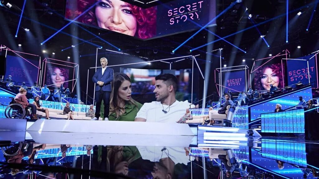 El encuentro de Adara con los concursantes y la apuesta sobre el secreto de Cristina Porta, en 'Secret Story: Cuenta atrás'