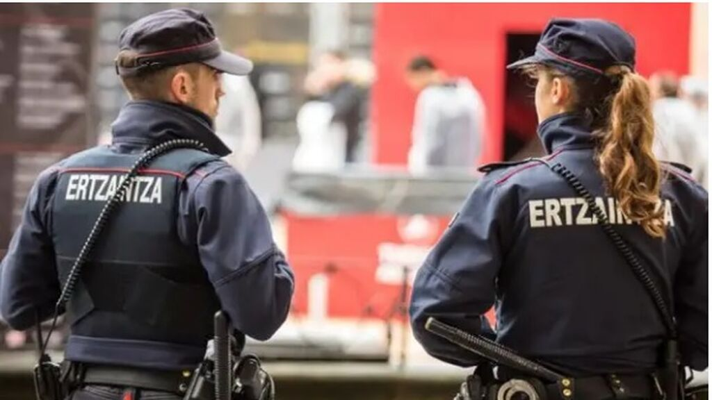 Investiga una violación múltiple en Bilbao: la víctima encontró un teléfono con fotos suyas desnuda