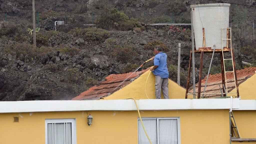 La incesante lluvia de cenizas complica aún más la situación en La Palma