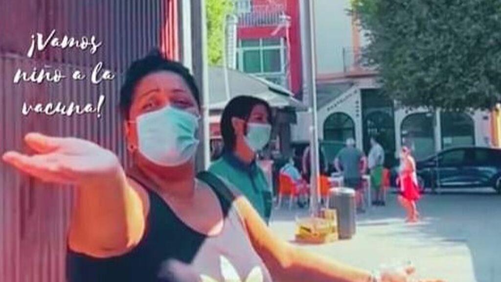 """BORRADOR Toñi, la cara de la nueva campaña de vacunación en Almería: """"¡la Pfizer, niña, la Pfiezer!"""""""