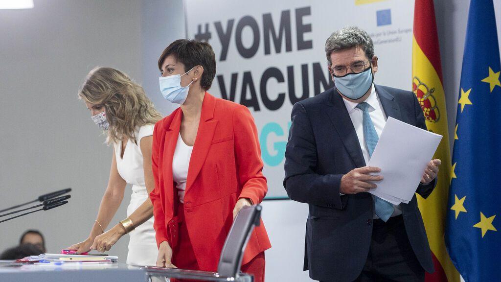 Los ministros Escrivá y Díaz escenifican una tregua tras el consejo de ministros
