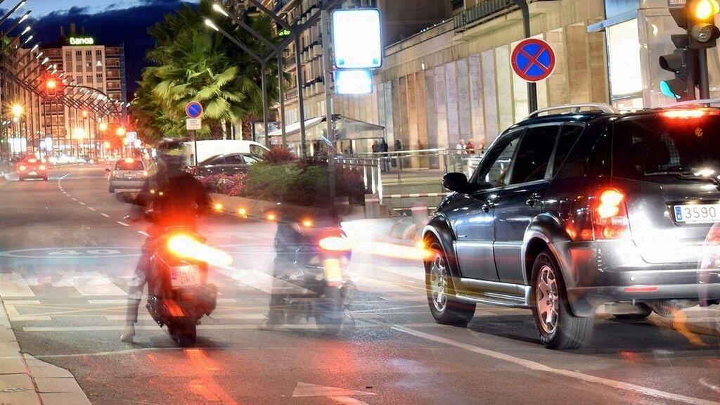 Reglas de oro para que coche y moto puedan convivir en la ciudad