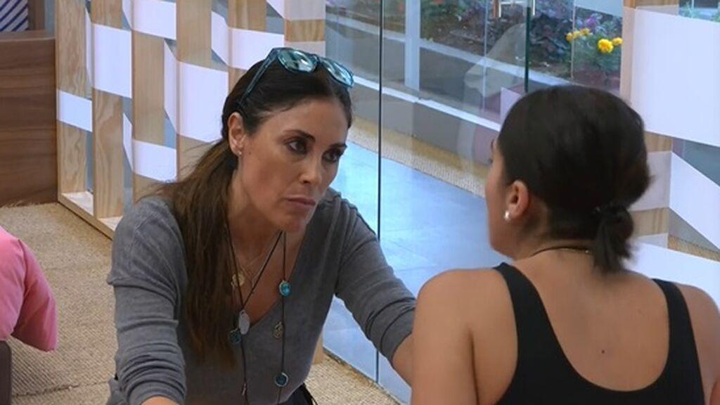 Isabel habla con Sandra