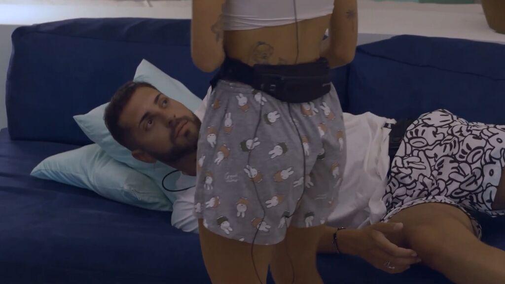 Mayka va a buscar a Pablo y duermen juntos