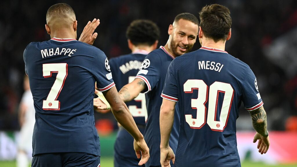 Neymar, Messi y Mbappé celebran el gol del argentino ante el City.