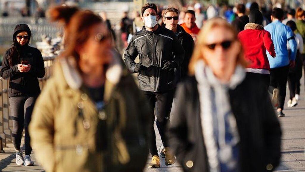 La vuelta a la normalidad se abre paso en España con la caída de los contagios por covid