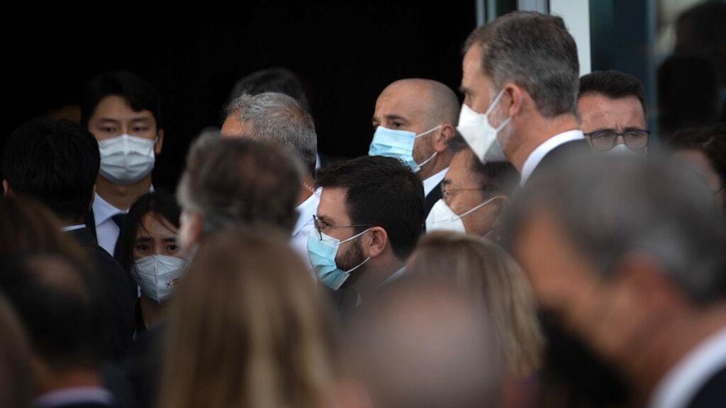 Plantón de Aragonès y protestas en la presencia del Rey en el Salón Automóvil de Barcelona