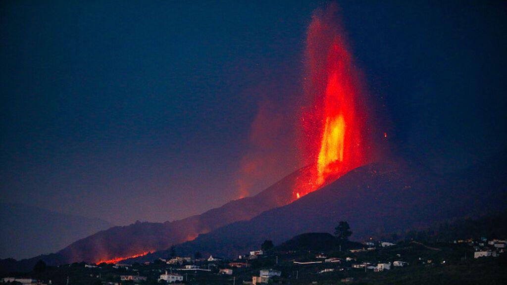 La destrucción del volcán de La Palma comparada con la del Kilauea y el Etna
