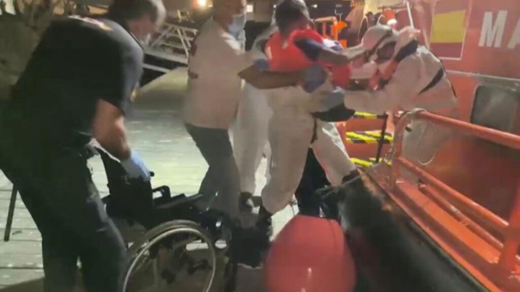 Uno de los 43 inmigrantes de las pateras de Alicante va en silla de ruedas