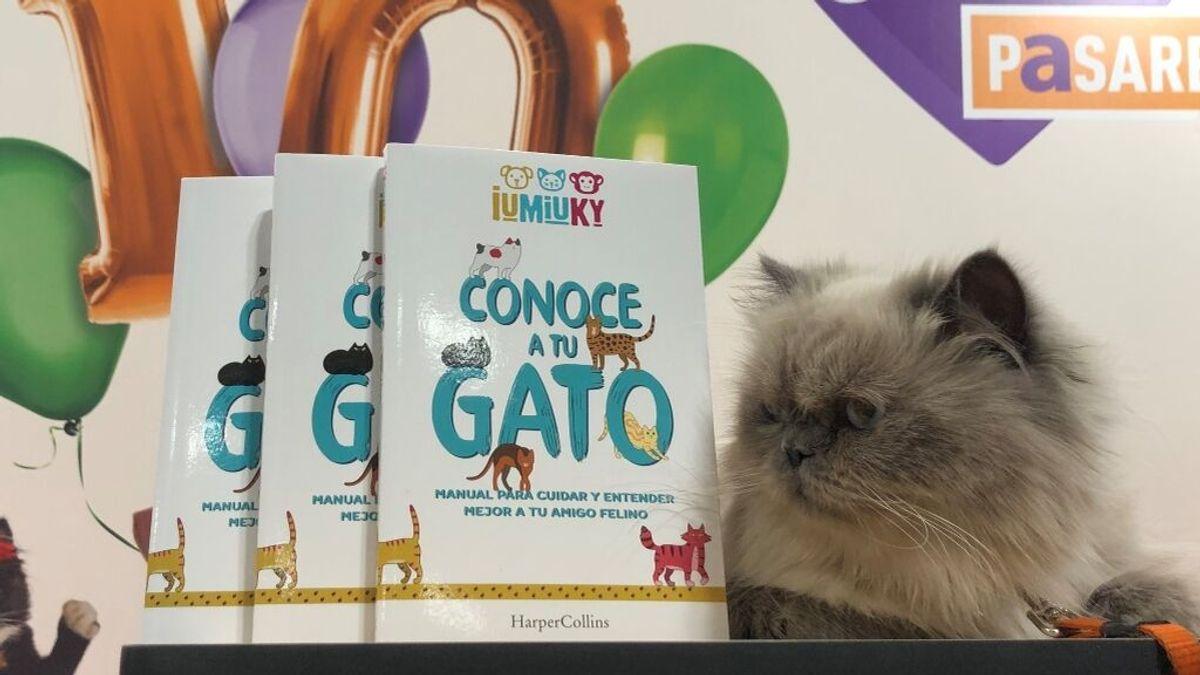 IUMIUKY presenta su primer libro 'Conoce a tu gato'