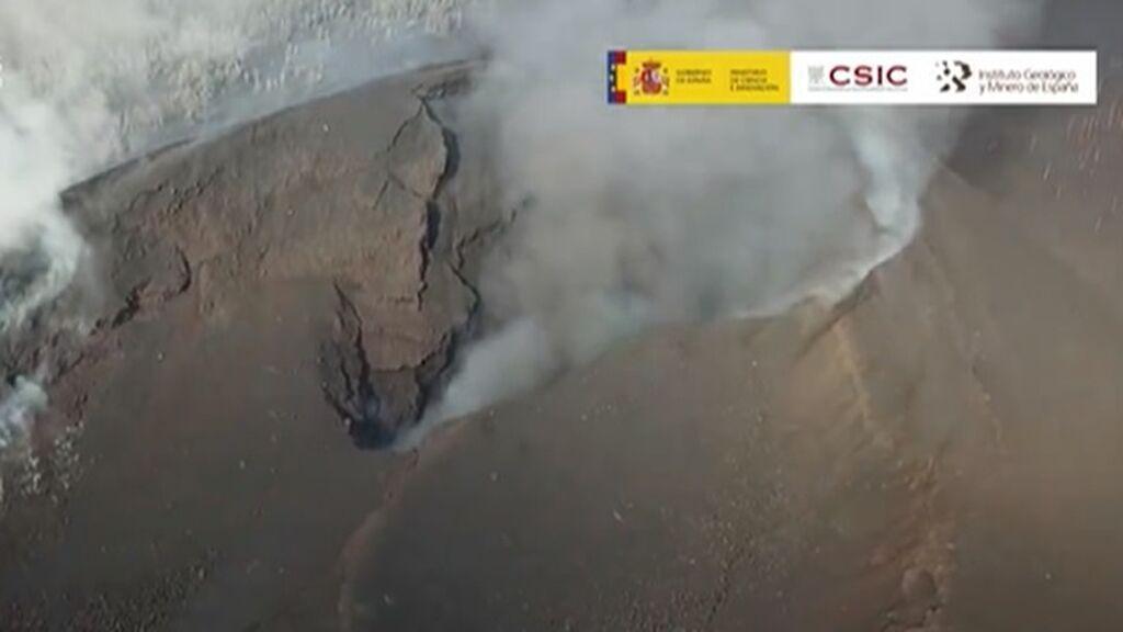 Las imágenes del volcán de La Palma en reposo: se echó una 'siesta' tras la primera fase explosiva