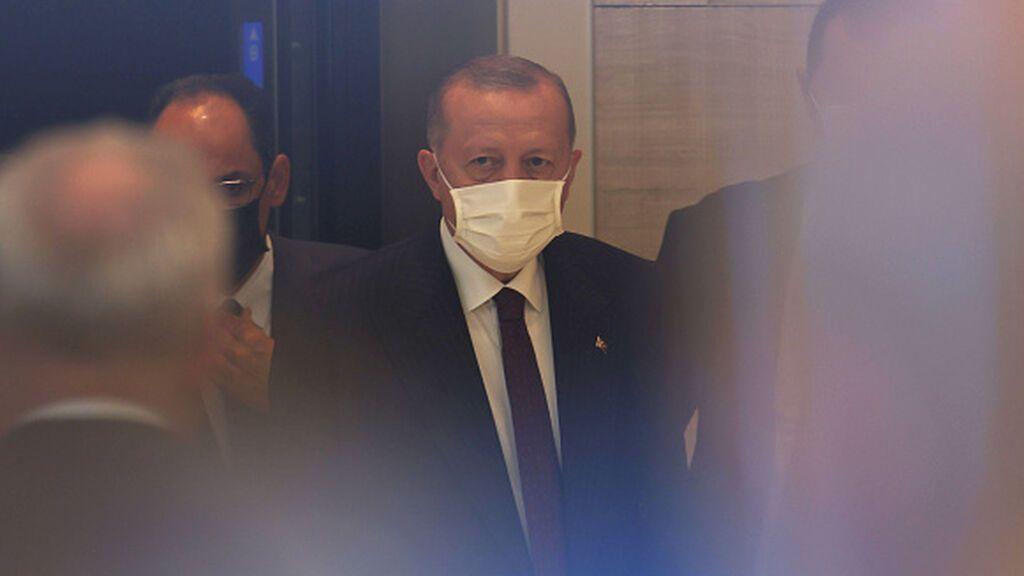 Turquía, miembro clave de la OTAN, se echa en brazos de Rusia