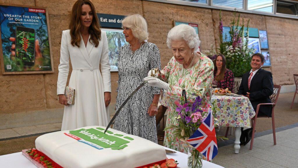 La reina Isabel II busca repostero para Buckingham con disponibilidad para viajar a otras residencias reales