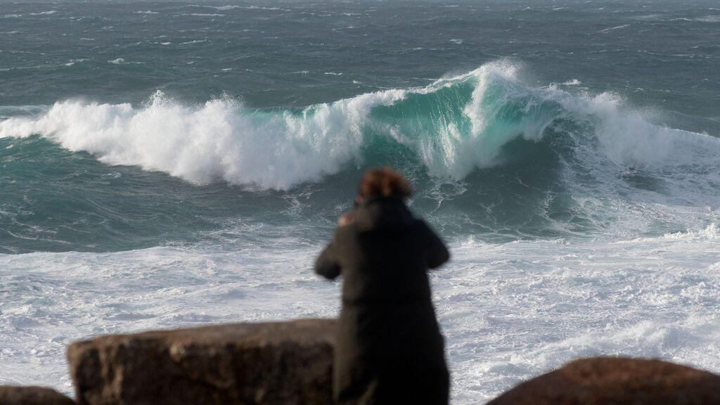 Primeras alertas del otoño en Galicia por un frente que dejará lluvias, viento y oleaje este fin de semana