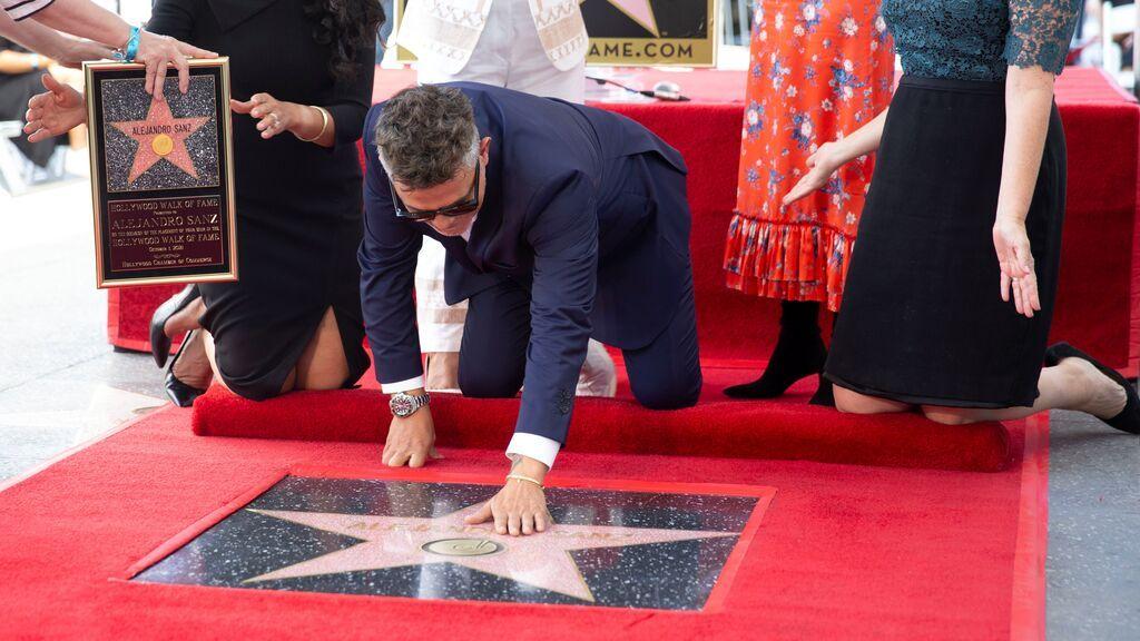 Alejandro Sanz descubre su estrella en el Paseo de la Fama
