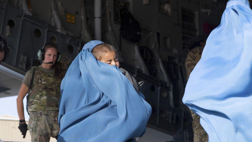 Una mujer afgana vende por 280 euros a su hijo para costear la atención médica a su hija