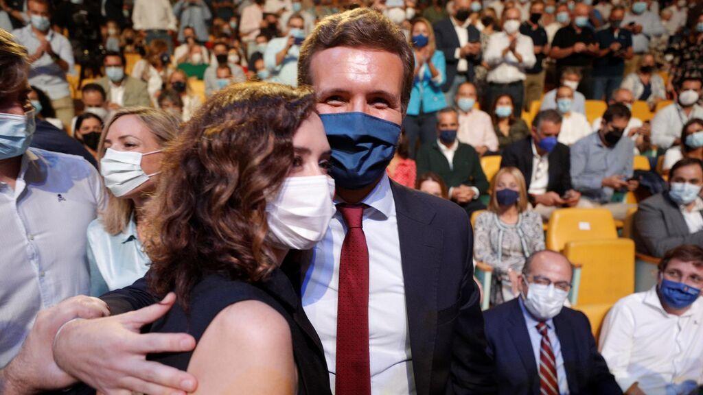 """Ayuso tranquiliza a Casado: """"Quiero dejarte claro que mi sitio es Madrid, mi meta política"""""""