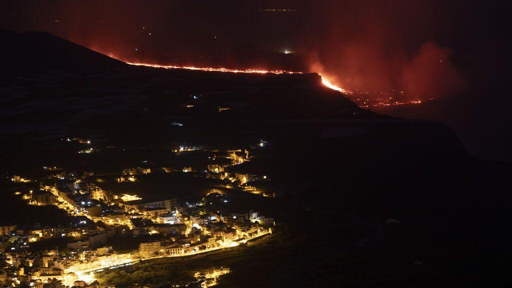Dos semanas bajo el volcán: la erupción que partió La Palma y deja ya un millar de casas arrasadas