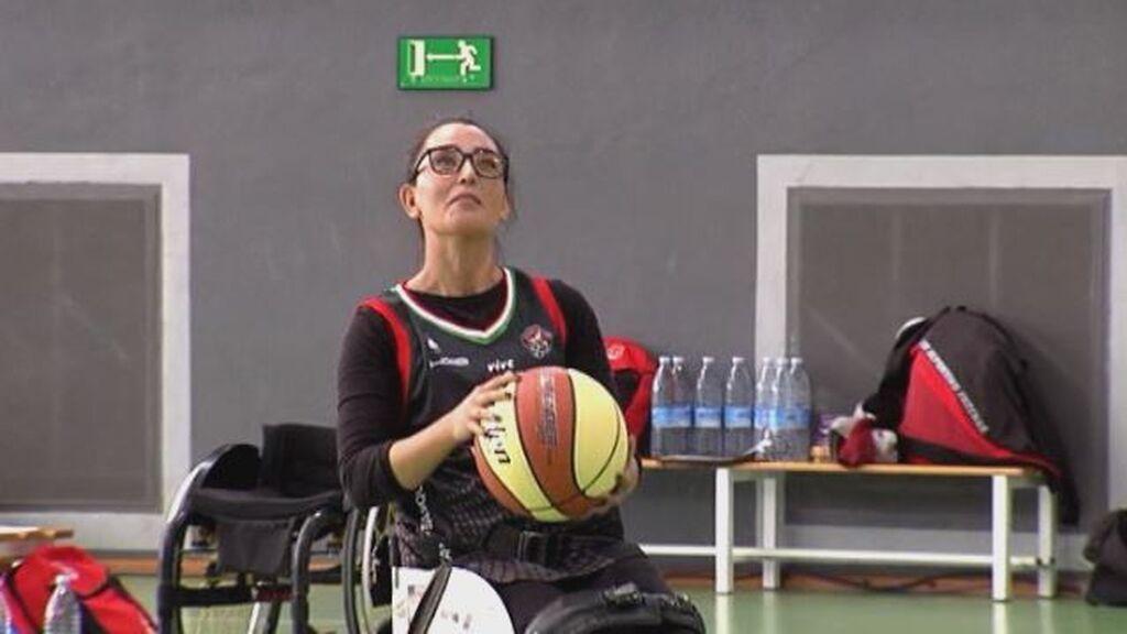 La refugiada afgana Nilofar Bayat debuta en España como jugadora de baloncesto adaptado