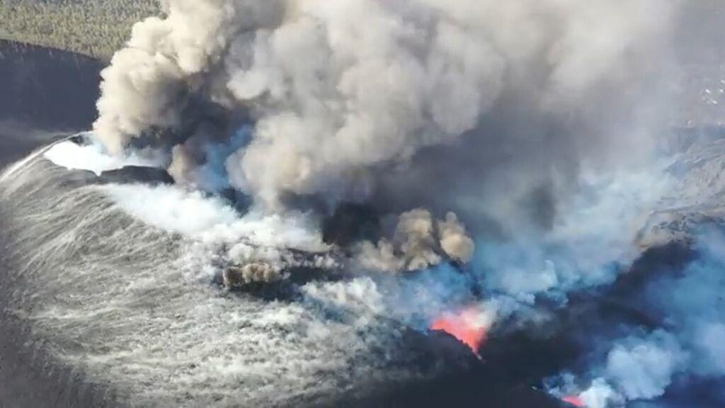 Se abre un nuevo foco de emisión en la fractura principal del volcán de La Palma