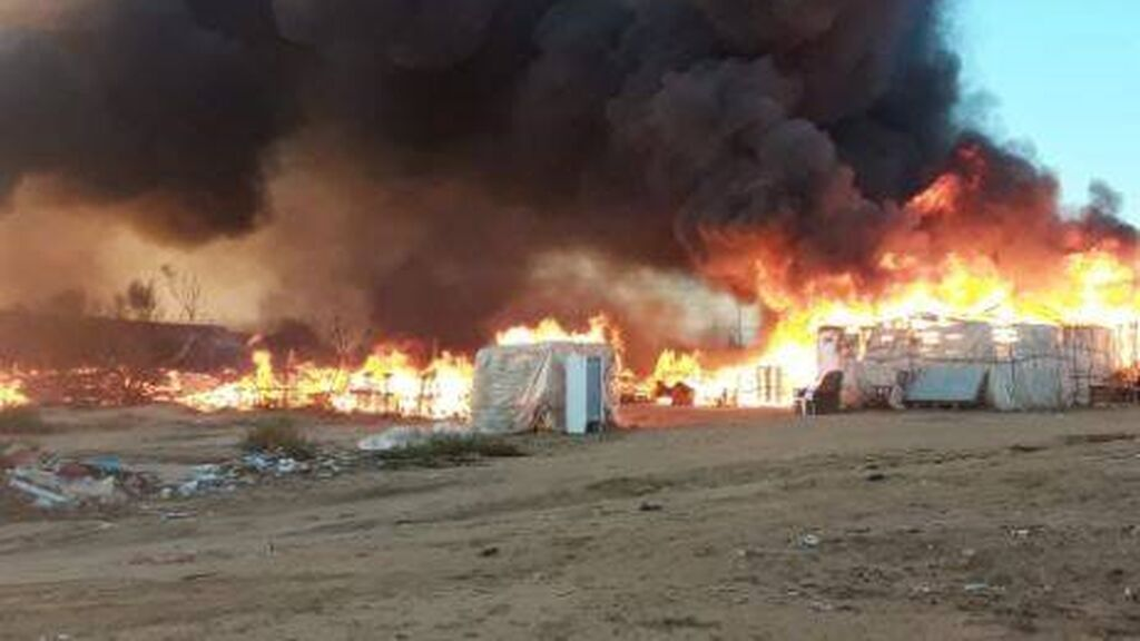 Incendio en un asentamiento chabolista en Lepe