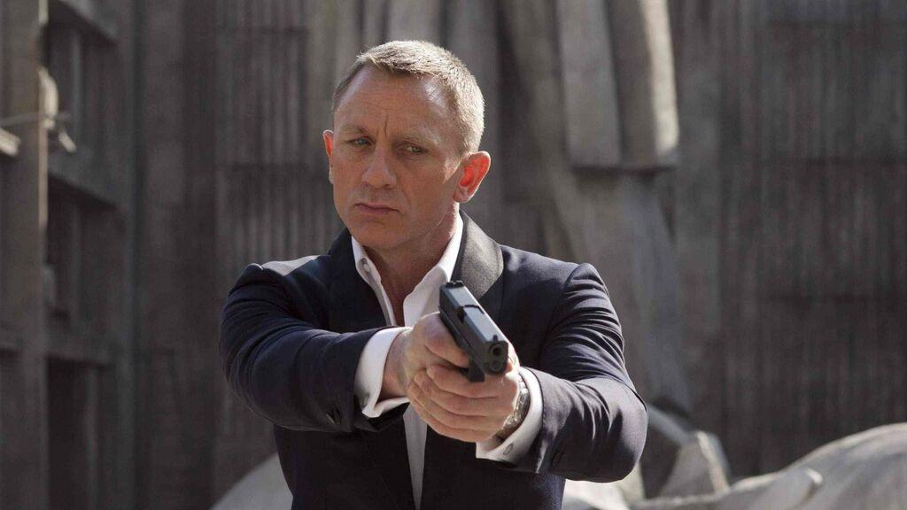"""Arturo Pérez-Reverte: """"Un James Bond tan enamorado y tan moñas constituye un insulto a los espectadores"""""""
