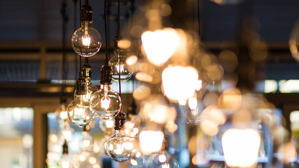 La luz se dispara este martes hasta 203,6 euros el MWh, el segundo día más caro de la historia