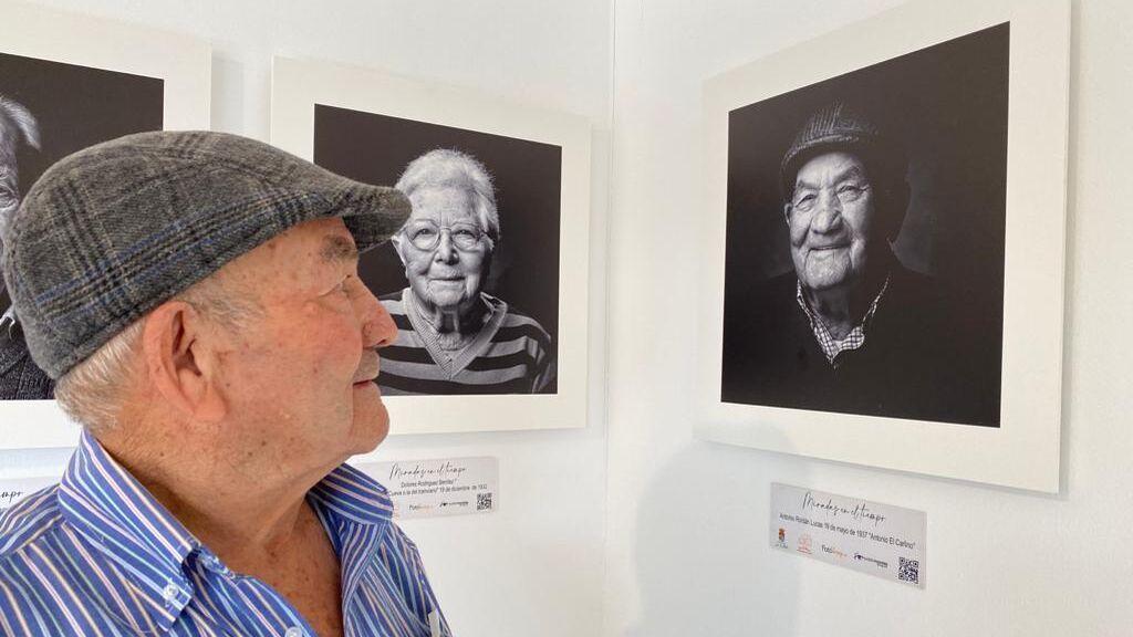 """Un centenar de fotografías de mayores homenajea la """"memoria viva de La Zubia"""""""