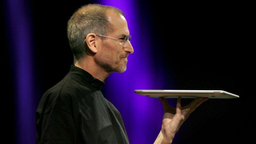 Diez años sin Steve Jobs: ¿por qué el fundador de Apple no dejaba usar ni iPad ni redes sociales a sus hijos?