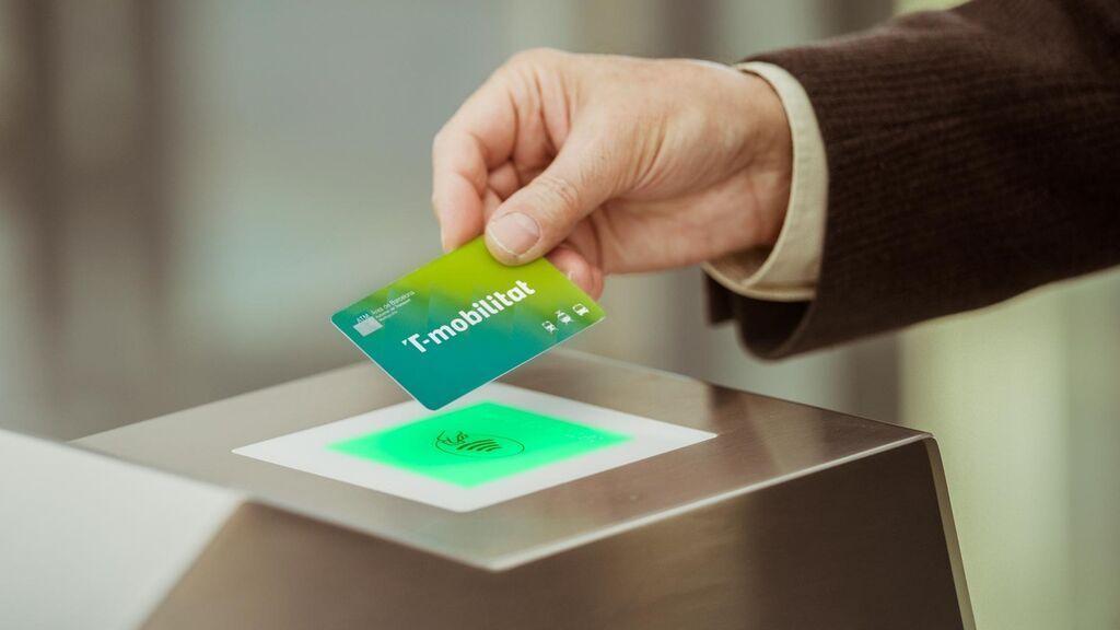 La T-Mobilitat amplía sus pruebas a toda la ciudadanía y habilita canales digitales para comprarla