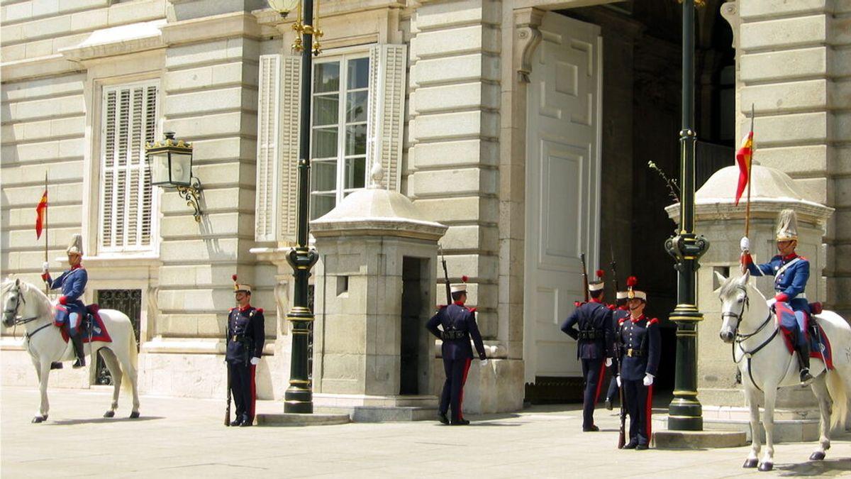 Cuándo ver el cambio de guardia en el Palacio Real de Madrid