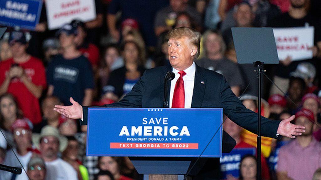 Trump aprovecha la debilidad de Biden para volver al ruedo mediático