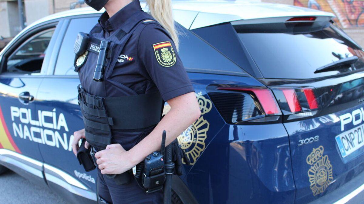La Policía Nacional detiene a un hombre por no devolver a su hija de año y medio a su madre