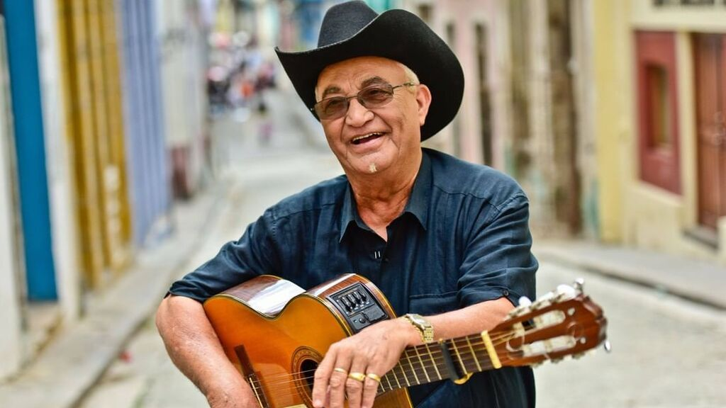 Eliades Ochoa  es una de las figuras clave del resurgir del sonido cubano de finales del siglo XX.