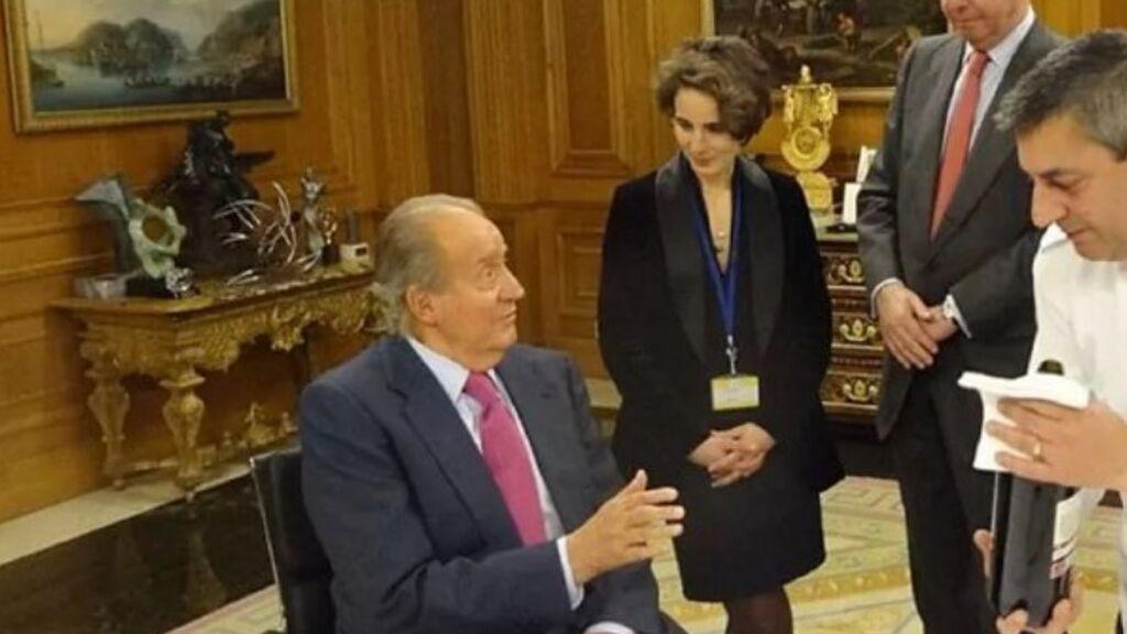 Laurence Debray con el rey Juan Carlos, en el documental de TVE