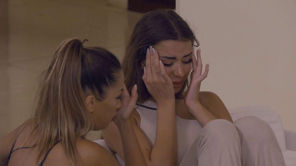 Marina se derrumba en la fiesta y Lucía la consuela