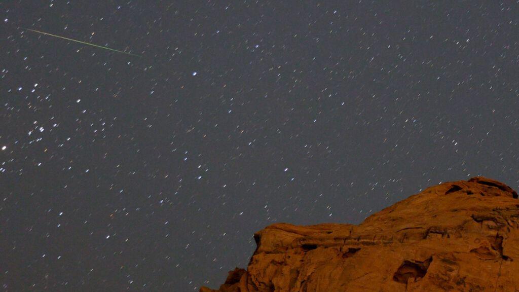 Llegan las dracónidas, la primera lluvia de estrellas de otoño: cuándo y cómo verla
