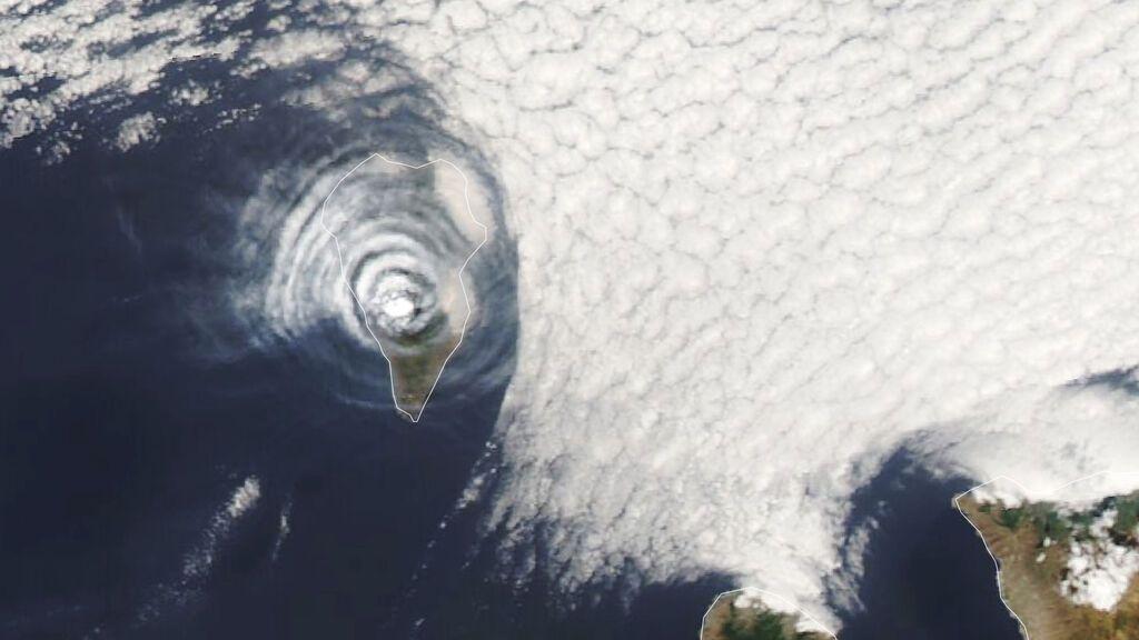 La NASA observa una nube de cenizas en forma de diana sobre el volcán de La Palma