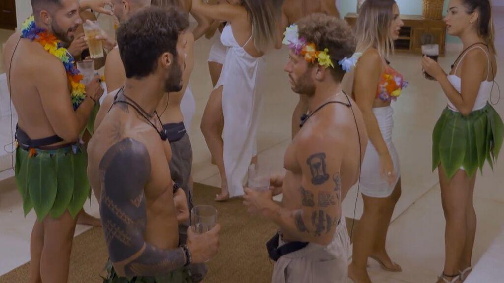 Alejandro pide consejo a Gonzalo sobre Mayka