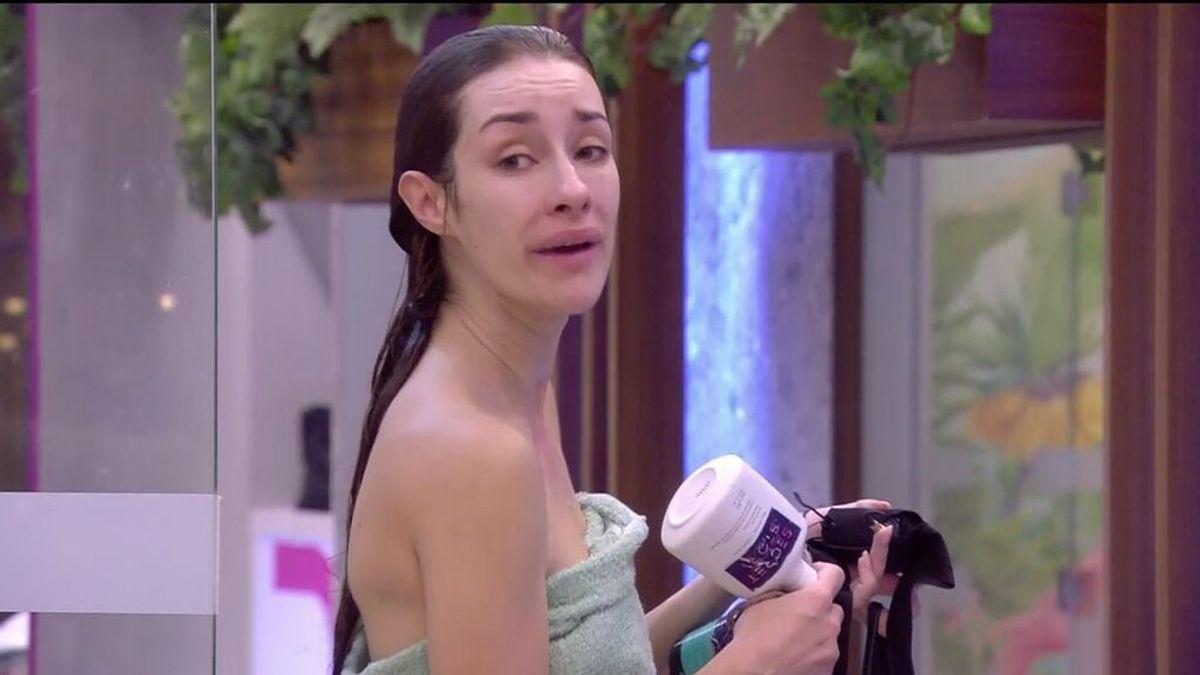 """Guerra en la casa: Adara defiende a Emmy y Lucía Pariente la emprende contra ella llamándola """"payasa"""""""