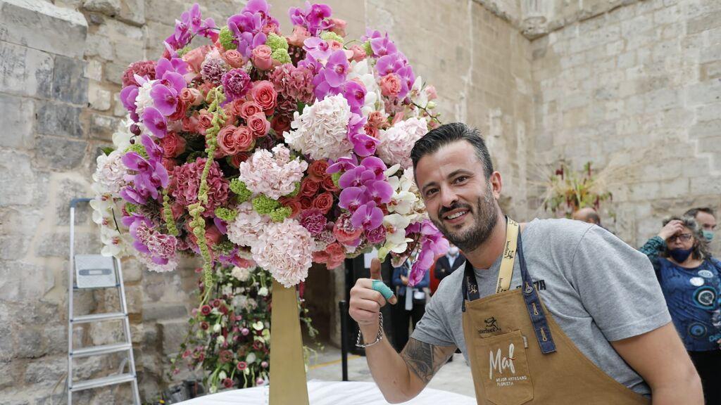 El sevillano Julio Boza se convierte en el mejor artesano florista de España