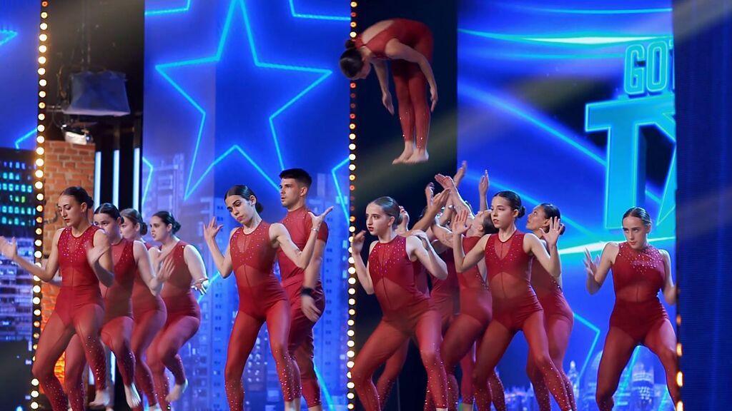 Piramic combina danza y acrobacias en su actuación