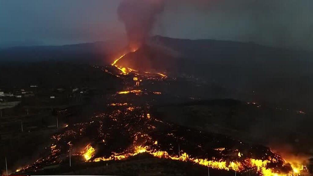 Las nuevas imágenes del volcán muestran su alto nivel de explosividad: el flanco norte se ha derrumbado