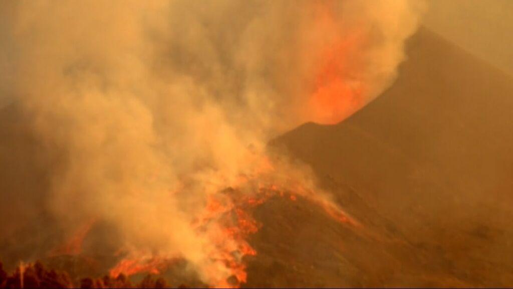 Las imágenes del momento en el que se derrumba el flanco norte del volcán de La Palma