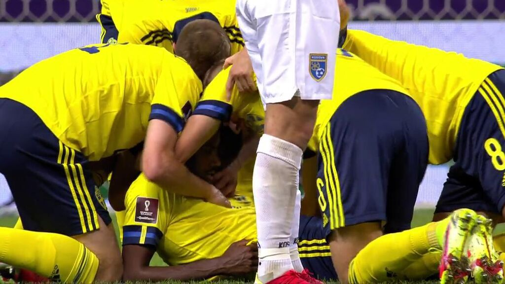 Isak marcó el segundo gol de Suecia a Kosovo.